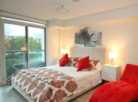 Hotel Photo: Luxury 3 Br Dt Apartment Toronto, ON, Canada