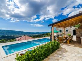 Hotel kuvat: villa falcon rook - four-bedroom villa with terrace and swimming pool