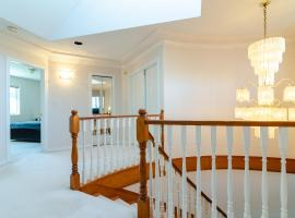 Photo de l'hôtel: 3 Private, spacious, bright rooms in a Gorgeous house