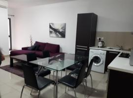 Foto di Hotel: Lovely apartment in Swieqi St julians
