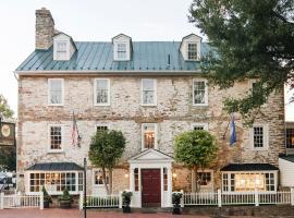 होटल की एक तस्वीर: The Red Fox Inn & Tavern