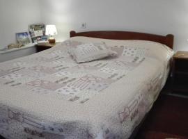Foto di Hotel: Family apartment