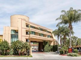 Hotel Photo: Econo Lodge Inn & Suites Riverside