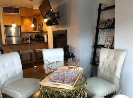 Hotel photo: (252-5) Newbury St, LUXURY Penthouse! Private Decks!!!