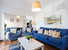 Fotos de Hotel: Feels Like Home Restelo Bright Apartment with Balcony