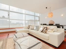 Hotel Photo: Modern 3 Bedroom Apartment near the Airport