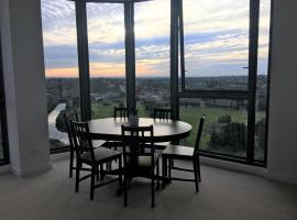 Hotel photo: Brand New Penthouse with Water Views