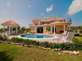 Hotel photo: Copperwood Luxury Oceanfront Villa with Pool