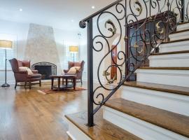 호텔 사진: Crystal Court Estate - Four Bedroom Home