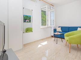 Hotel photo: apartments elica - one bedroom apartment with balcony and sea view (nene)