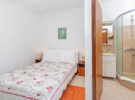 Hotel photo: apartments elica - double room with balcony and sea view (gabrijela)