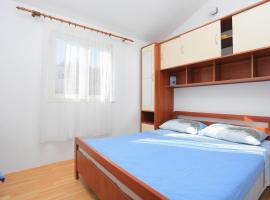Hotel Photo: Apartment Slatine 2030b
