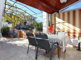 Hotel Photo: Apartment Slatine 2030a