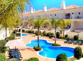 Hotelfotos: 3 Bedroom Holiday Villa with Pool in Boliqueime near Vilamoura, golf nearby