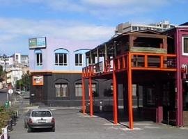 A picture of the hotel: District Six Backpackers