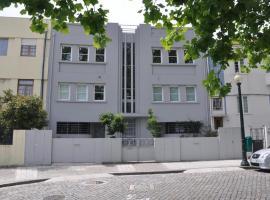 Hotel photo: 112-e opo:apt deco apartment in city center