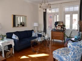 Hotel photo: Downtown Cottage Chic Retreat