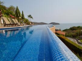 Hotel photo: Luxury 2 Bedroom Poolside Apartment with Unparalleled View of Zihuatanejo Bay