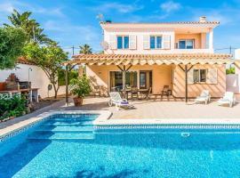 Hotel photo: Trebeluger Villa Sleeps 6 Pool Air Con WiFi