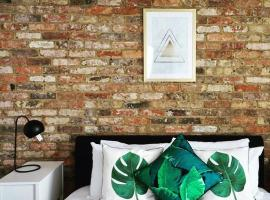 A picture of the hotel: N5 Townhouse, Brighton Sleeps 20
