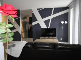 Hotel photo: Live, Laugh, ❤. Central location. Sleeps 8