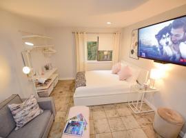 Hotel photo: Newly Renovated Whistler Studio