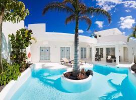Hotel photo: Corralejo Villa Sleeps 5 Pool Air Con WiFi T636554