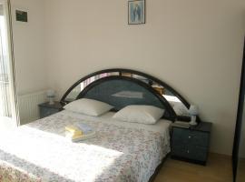 Hotel photo: Primosten Apartment Sleeps 3 Air Con WiFi T491029