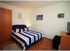 Hotel photo: Rogoznica Apartment Sleeps 4 Air Con WiFi