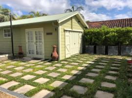 """Hotel photo: NEW: Tranquil Retreat -""""The Barn House"""" Ingleside, Northern Beaches"""