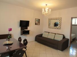 Hotel photo: Specious Two bedroom apartment near Trogir center