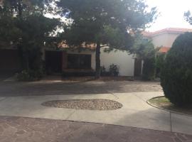Hotel photo: Privada Los Pinos casa 12 Las Haciendas