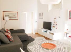 Hotel photo: Chiatamone 27 - Seaside Deluxe Apartment