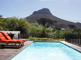 Hotel photo: Sunny Victorian Villa with mountain views