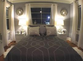 Фотография гостиницы: Efficiency Studios with SHARED Bathroom-G2