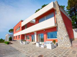 酒店照片: Sorrento Villa Sleeps 12 Pool Air Con WiFi
