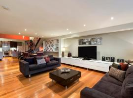 Hotel photo: Luxury Melbourne Townhouse