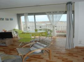 Hotel photo: Two-BedroomApartment in Residence with Sea View 139