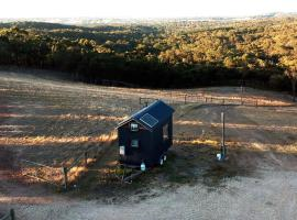 Foto di Hotel: Seven Hills Tiny House Hideway, 1hr From Melbourne