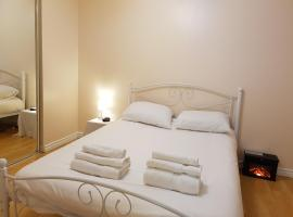 Hotel photo: Private, newly renovated apartment close to Victoria hospital and shopping malls
