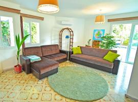 Hotel photo: Larimar House ~Quite, beautiful, spacious~