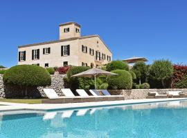 Foto di Hotel: Sant Climent Villa Sleeps 22 Pool Air Con WiFi