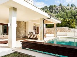 Hotel kuvat: Canyamel Villa Sleeps 8 Pool Air Con WiFi