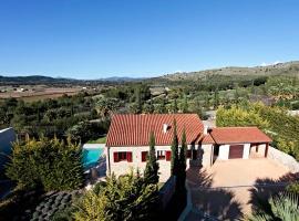 Hotel kuvat: Canyamel Villa Sleeps 7 Pool Air Con WiFi