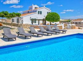 Foto di Hotel: Alaior Villa Sleeps 8 Pool Air Con WiFi