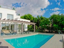 Hotel fotografie: Torre Soli Nou Villa Sleeps 10 Pool Air Con WiFi
