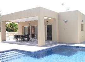 Hotel photo: Beniarbeig Villa Sleeps 6 Pool WiFi