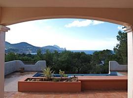 Hotel photo: Cala Tarida Villa Sleeps 8 Pool