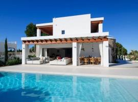 Hotel photo: Port d'es Torrent Villa Sleeps 8 Pool Air Con WiFi