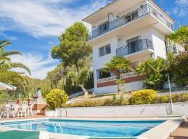 Hotel photo: Cubelles Villa Sleeps 6 Pool